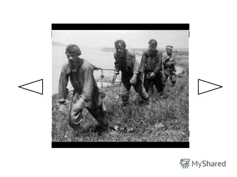 Женщины-бурлаки тянут плоты по реке Суре