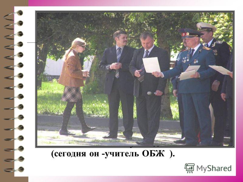 В ноябре 1960 года его забрали в армию. Отправили в г.Котовск в полковую школу, где готовили младших специалистов ракетных войск. Потом экстерном окончил Киевское танковое училище спец. факультет ракетных войск. После демобилизации вернулся на препод