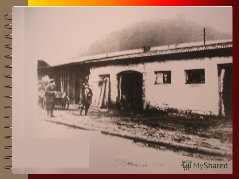 В 1922 году 29 съезд горно- промышленников юга России принял решение о создании горноспасательной службы. В 1909 была открыта в городе Макеевка, (ныне Украина) первая спасательная станция. В ноябре 1911 в городе Александровск- Грушевский была открыта