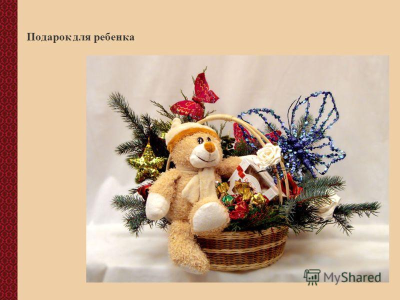 Оформление подарка новогодней композицией