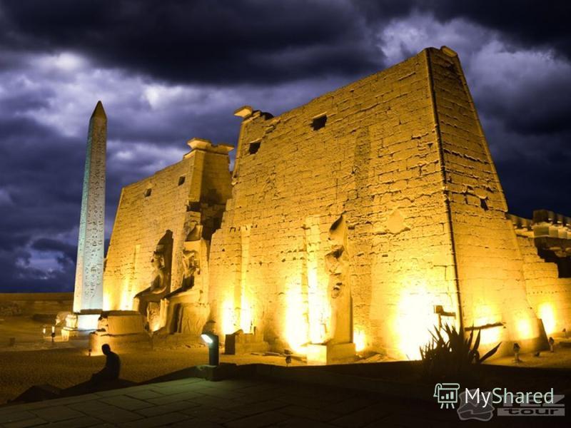 Сохранились некоторые храмы, которые считались святилищами. Самые известные святыни – храм Амона-Ра в Луксоре и Карнаке, расположенный недалеко от Фив. Они поражают своей красотой и разнообразием колонн, символизирующие лес. Потолок выкрашивали в тем