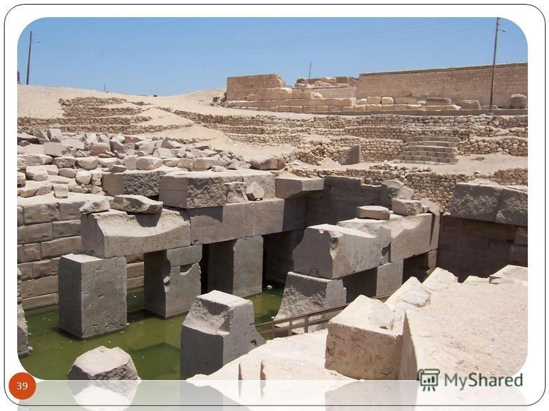 На территории храма до сих пор ведутся раскопки, в наше время были найдены погребальная ладья и костяные таблички, являющиеся свидетельством первой письменности древних египтян. 38 ZNA05072001