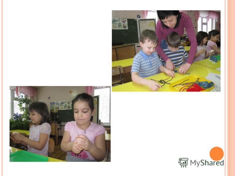 Постепенно подводила детей к осмыслению понятия «Народная игрушка». В этой группе начала знакомить детей с историей ее возникновения и со сведениями о создавших ее мастерах. Я учила дошкольников осваивать отдельные элементы Дымковского орнамента, пос