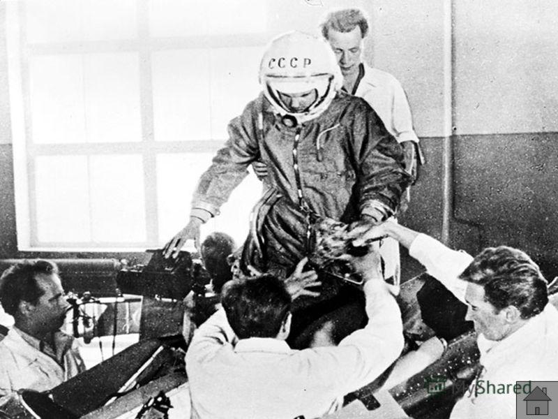 9 декабря 1959 года Гагарин написал заявление с просьбой зачислить его в группу кандидатов в космонавты. Медкомиссия признала его годным для полётов. 3 марта 1960 года старший лейтенант Гагарин был зачислен в группу кандидатов в космонавты. С 25 март