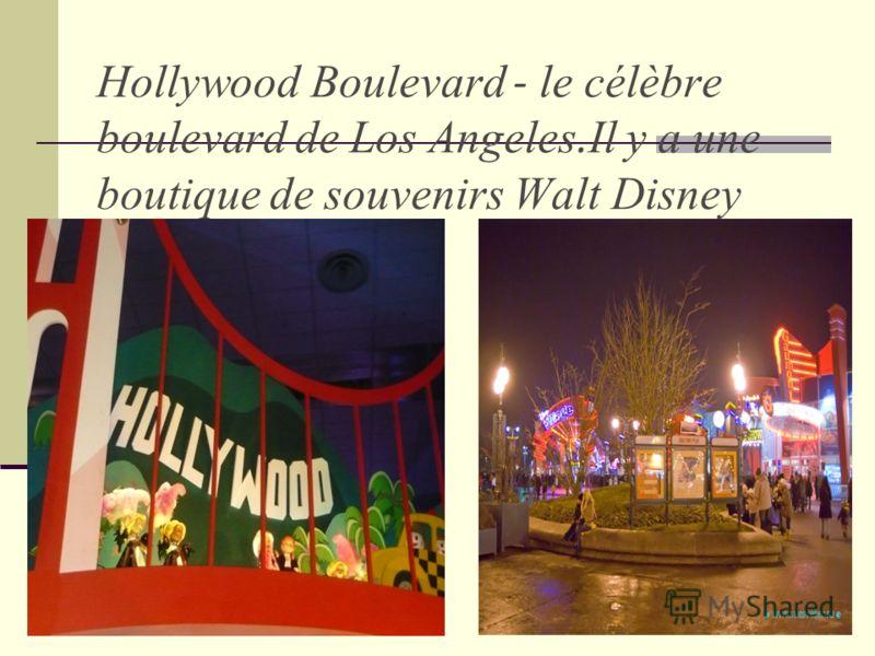 Hollywood Boulevard - le célèbre boulevard de Los Angeles. Il y a une boutique de souvenirs Walt Disney