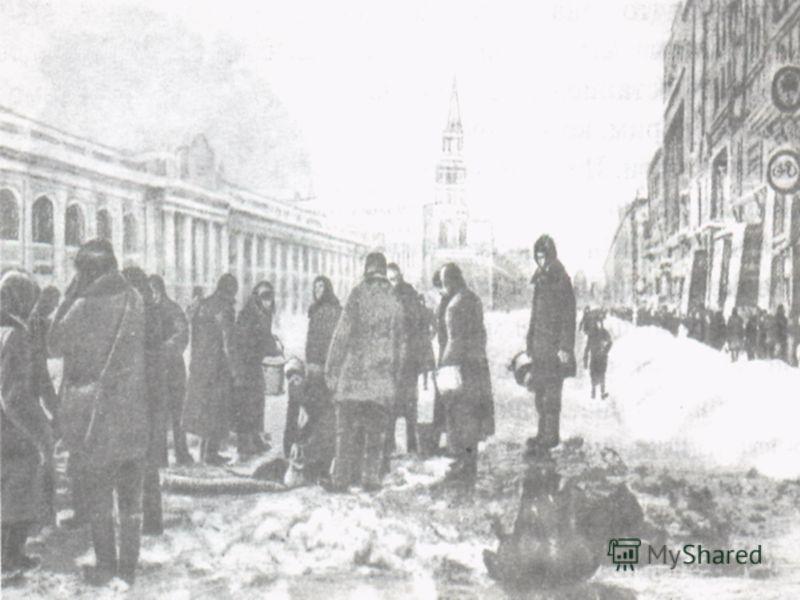 900 дней и ночей был оторван город на Неве от Большой земли. Легче его жителям стало после наступления советских войск в январе 1943 года, когда в фашистской обороне был пробит коридор шириной 8-11 километров. По нему пошли поезда и машины с продукта