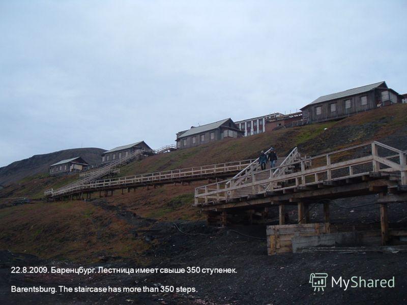 22.8.2009. Баренцбург. Лестница имеет свыше 350 ступенек. Barentsburg. The staircase has more than 350 steps.