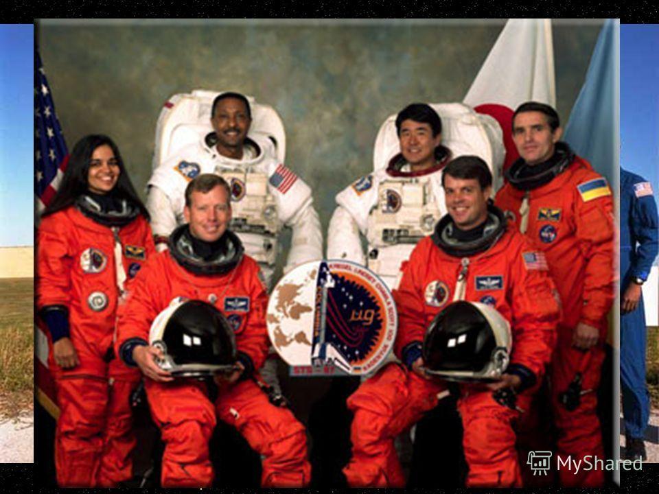 Екіпаж STS-87 на фоні Коламбії. Фото NASA.