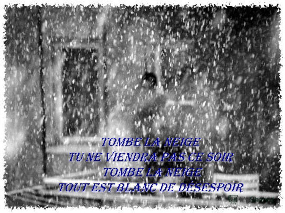 Tombe la neige Tu ne viendra pas ce soir Tombe la neige Tout est blanc de désespoir