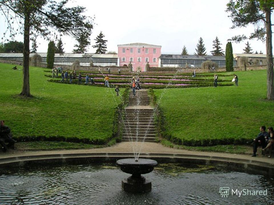 парк, научно-исследовательский институт Национальной академии наук Украины, расположенный в северной части города Умань Черкасской области, на берегах реки Каменки. Площадь 179,2 га. В наши дни это место отдыха. Ежегодно его посещают около 500 тысяч