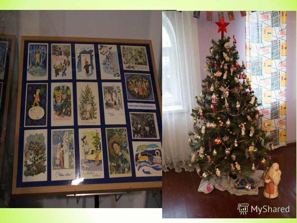 Ёлочные игрушки 40х-60х годов представлены в следующем зале. Это было непростое время для нашей страны – война и послевоенные годы. Новогодние украшения того времени выполнены в форме орденов, звёзд, самолётов и дирижаблей с символикой СССР.