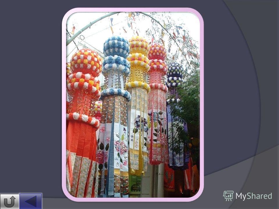Праздник Танабата очень популярен в Японии. Отмечают его в каждой провинции по- разному, но общей традицией являются фейерверки, парады и праздничное оформление улиц. До наших дней сохранился обычай развешивать на бамбуковых ветках тандзаку (яп. ) не