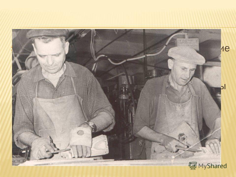 Прадедушка остался в городе. В действующие ряды Красной Армии его не взяли, и он помогал на укреплении оборонительных сооружений. А когда на заводе были созданы мастерские по ремонту оружия, то 31 декабря 1941 года прадед опять стал работать на завод