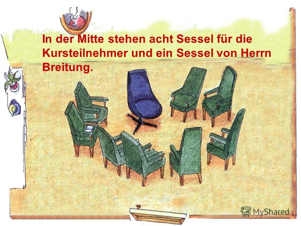 die Tafel das Sofa das Klavier In der Mitte stehen acht Sessel für die Kursteilnehmer und ein Sessel von Herrn Breitung.