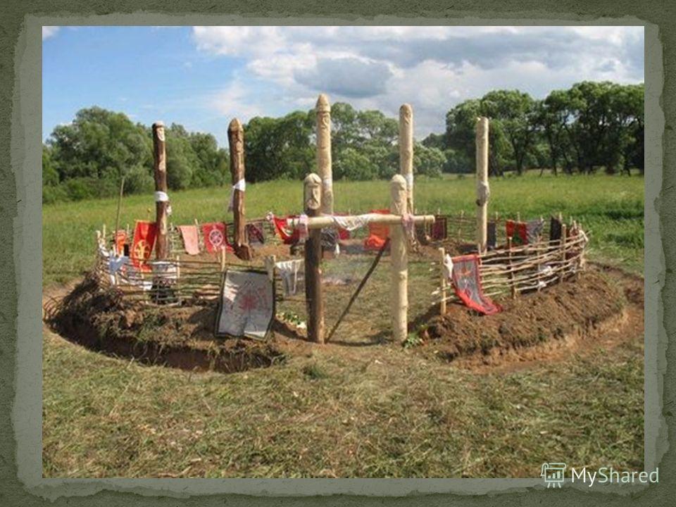 Капище - место (обычно поляна), с установленным как правило в центре идолом или идолами (изображения богов), предназначенным для ритуалов и обрядов