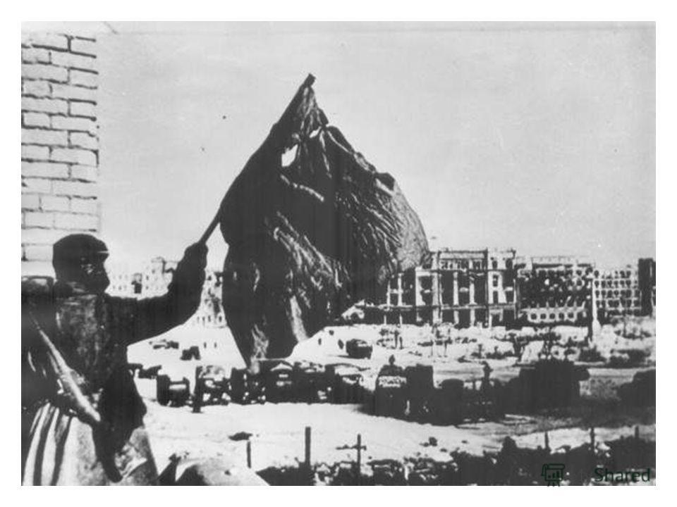 После битвы Мамаев Курган называли железным, потому что больше, чем земли, было на его склонах металла – разорванных танковых башен, разбитых орудий, обгоревших машин, искореженных самолетов, осколков снарядов и авиабомб. В первую послевоенную весну
