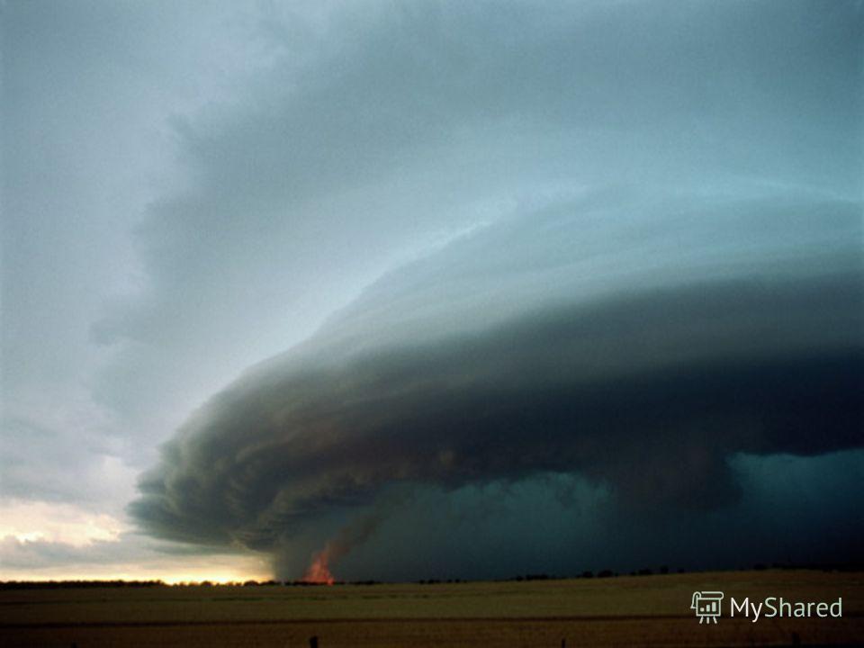 Слоистые облака – однообразно серые, небо пасмурное. Они образуются, когда теплый воздух, медленно надвигаясь на холодный, постепенно поднимается вверх, образуются на высоте не более 2 км, часто сопровождаются длительными дождями. Если слои имеют вид