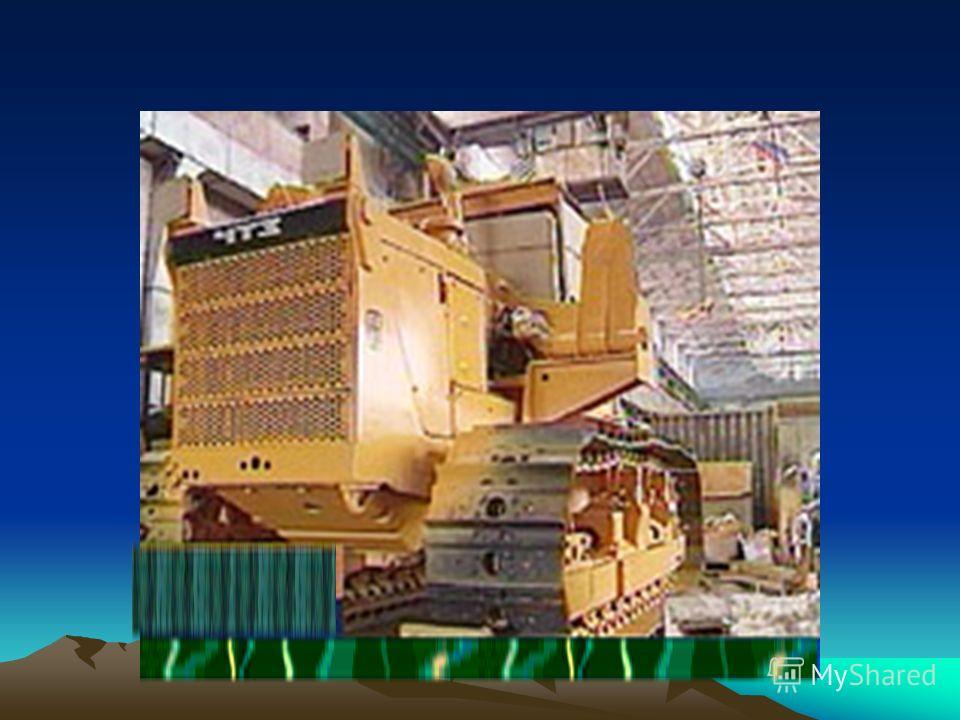 Широко представлено транспортное машиностроение (производство грузовых вагонов в Нижнем Тагиле, автомобилей в Миассе и Ижевске, мотоциклов в Ижевске и Ирбите, тяжёлых тракторов в Челябинске, тракторных прицепов в Орске).