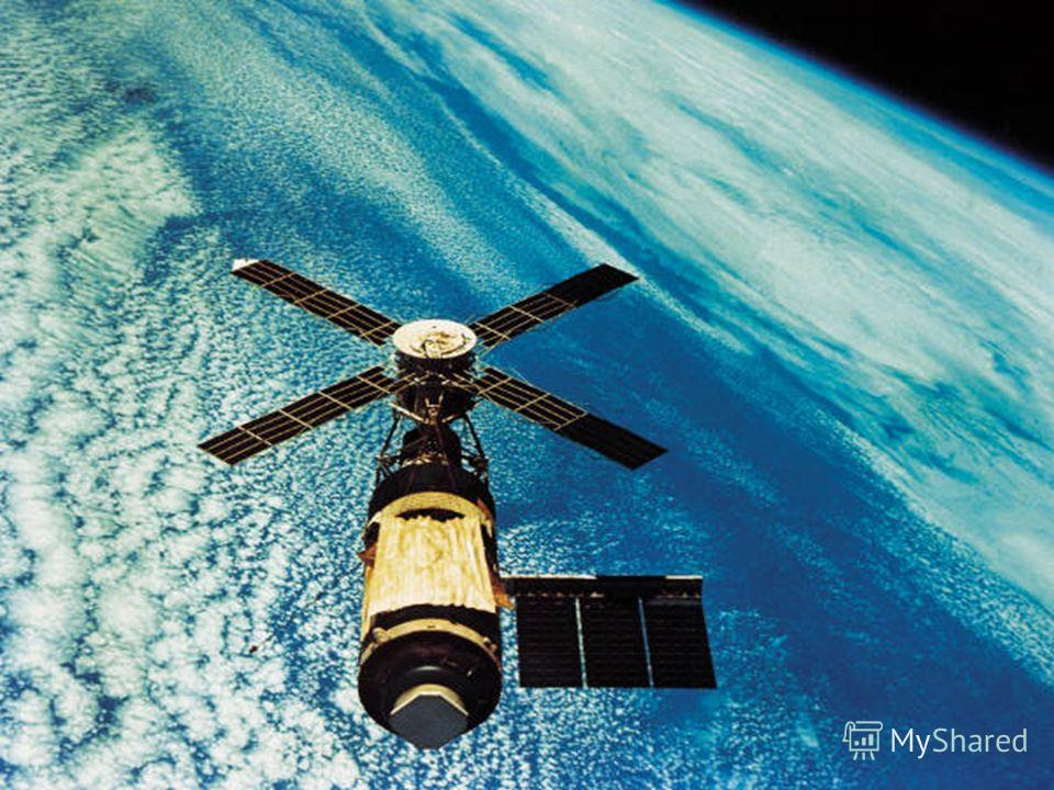 В соответствии с международной договорённостью космический аппарат называется спутником, если он совершил не менее одного оборота вокруг Земли. В противном случае он считается ракетным зондом, проводившим измерения вдоль баллистической траектории, и