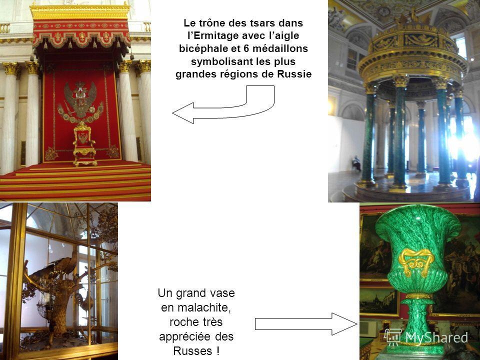 Le trône des tsars dans lErmitage avec laigle bicéphale et 6 médaillons symbolisant les plus grandes régions de Russie Un grand vase en malachite, roche très appréciée des Russes !