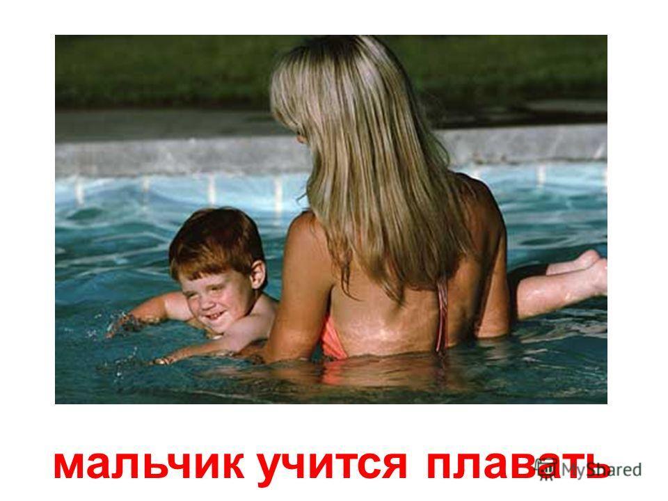 малыш сосёт грудь