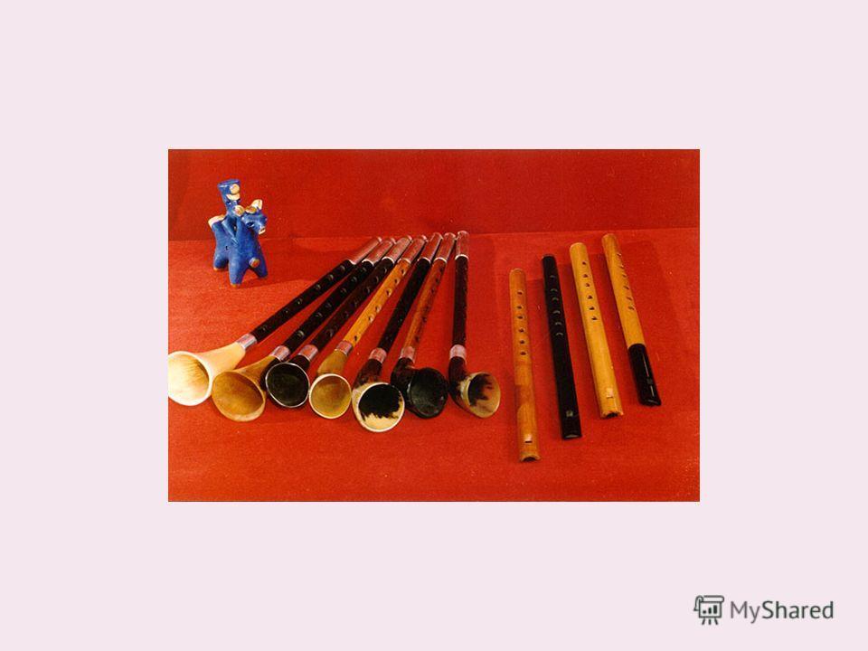 У многих народов происхождение музыкальных инструментов связано с богами и владыками гроз, вьюг и ветров. Древние греки приписывали Гермесу изобретение лиры: он изготовил инструмент, натянув струны на черепаховый панцирь. Его сына, лесного демона и п