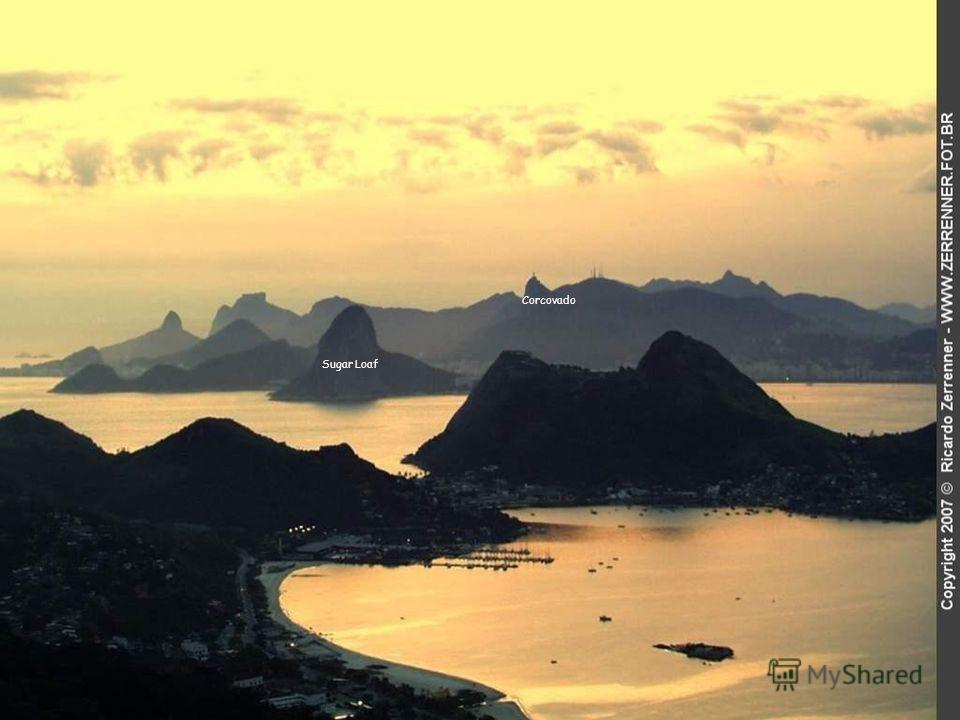 ... a shlíží na město Rio de Janeiro, Brazilie