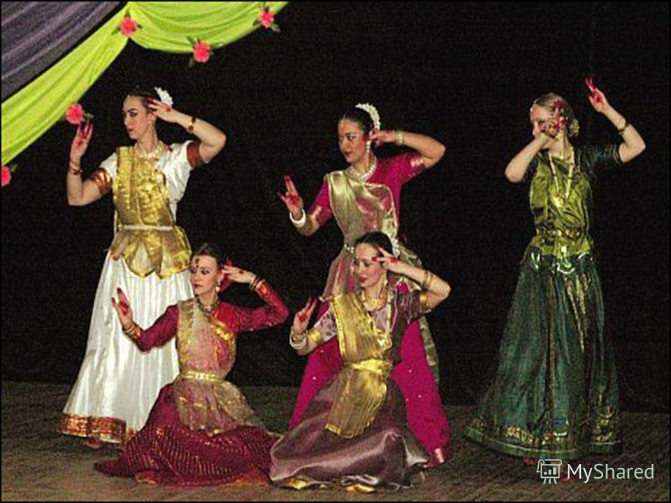 Катхак Катхак. Катхак - это классический танцевальный стиль Северной Индии. Это танец жрецов-браминов, которые излагали с помощью танца и пантомимы историю своего вероучения. Термин