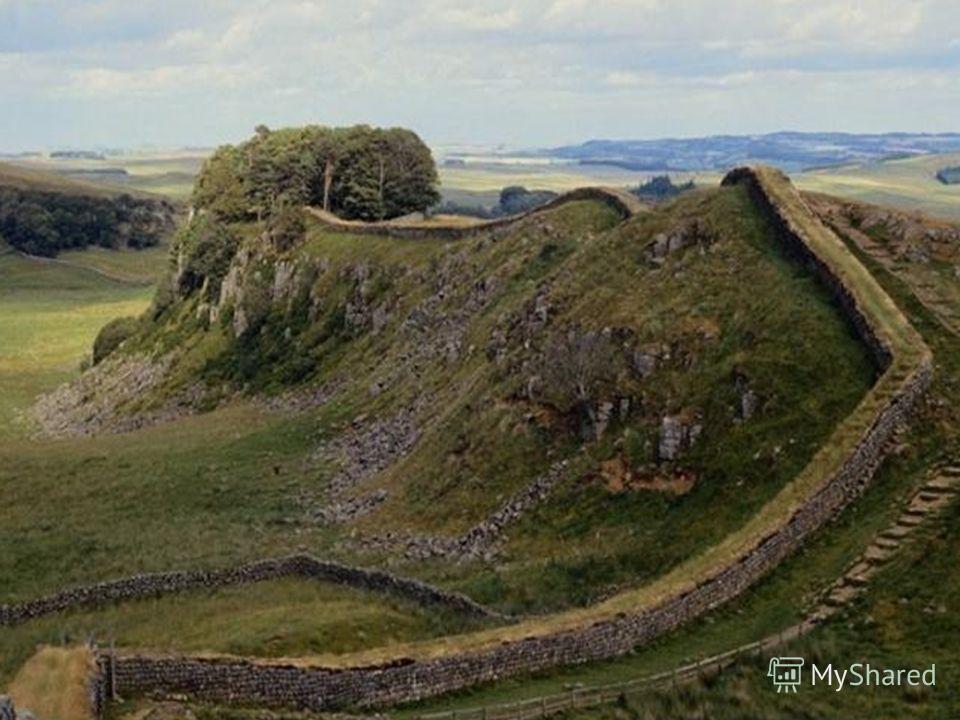 Около 120 г. римский император Адриан приказал выстроить стену вдоль северной границы Римской империи, чтобы отбивать атаки варварских племен. Стена, построенная в 122-129 гг. поблизости от современной шотландской границы, протянулась на 118 км. Част