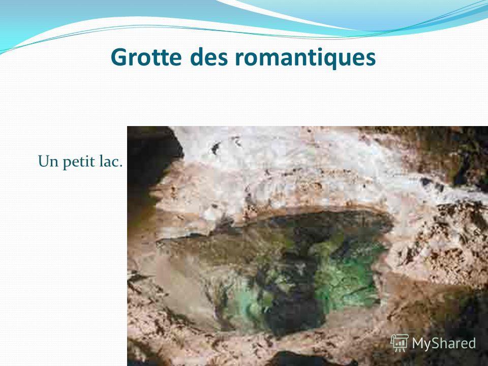 Grotte des romantiques Un petit lac.