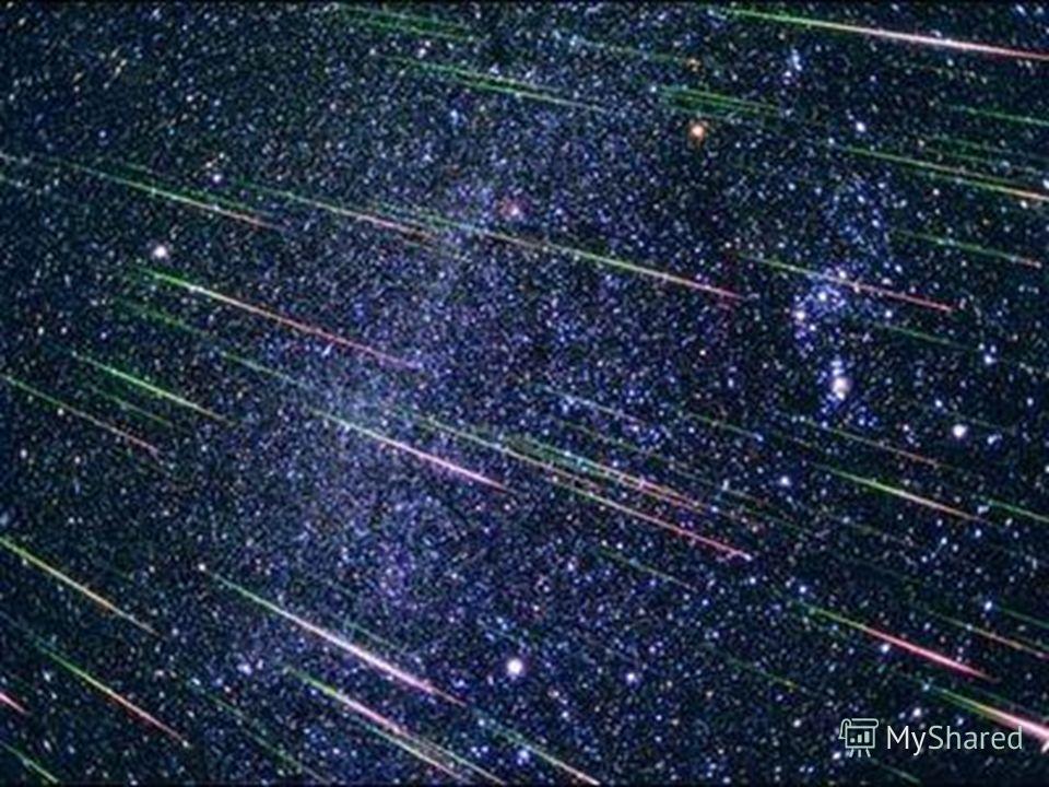 Кометы, путешествуя вокруг солнца, оставляют за собой частички пыли. Постепенно по всей орбите кометы прокладывается дорожка из пыли, которую называют метеорным потоком. Если этот поток пересекает орбиту Земли, то нашей планете приходится каждый год