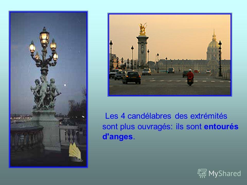 Les 4 candélabres des extrémités sont plus ouvragés: ils sont entourés d'anges.