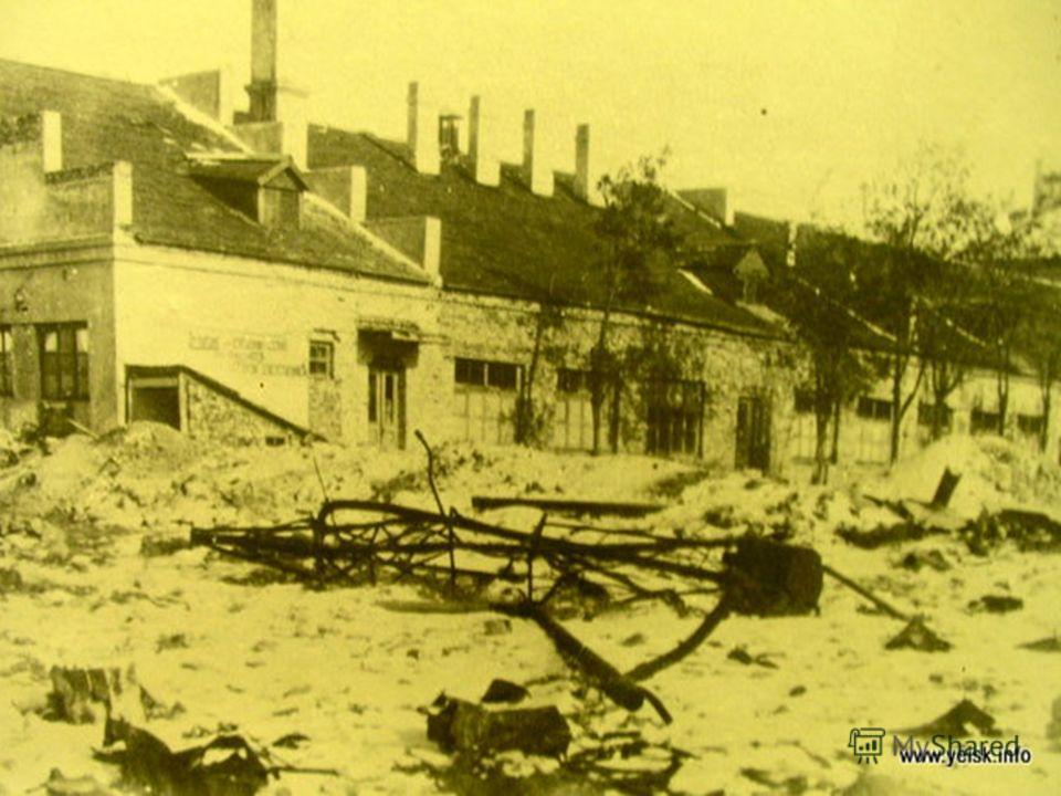 Во время Великой Отечественной войны более 15 тысяч ейчан сражаются на всех фронтах, защищая нашу Родину. С августа 1942 года по февраль 1943 года город пережил страшные месяцы вражеской оккупации. За эти полгода от рук гитлеровцев пострадало более т