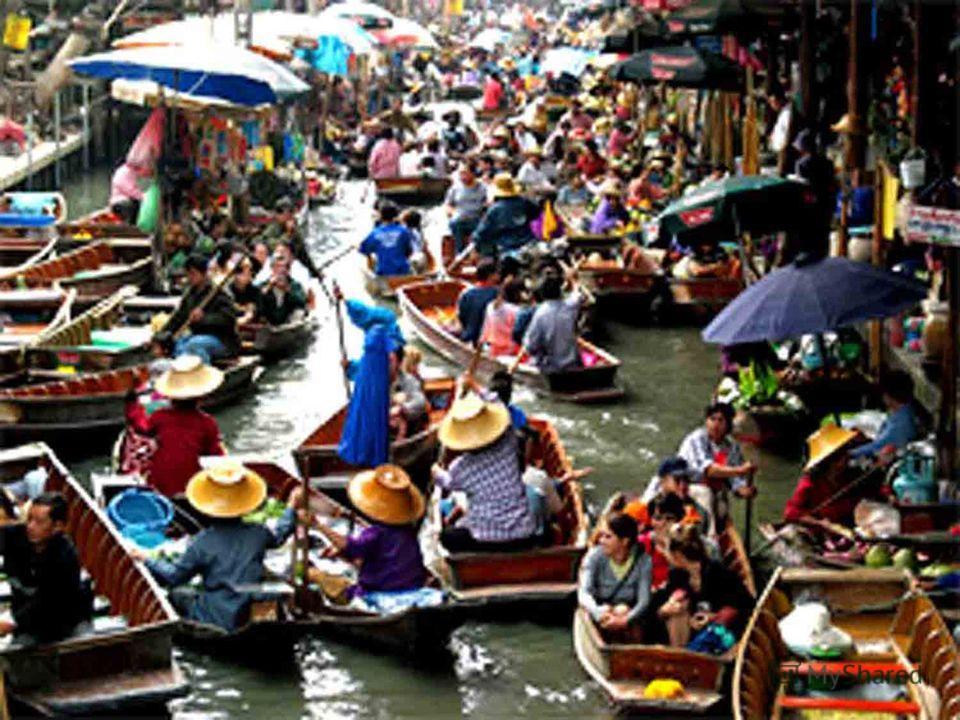 Плавающий Рынок стал известным с классикой Джеймса Бонда Человек с Золотой Пушкой. Несмотря на то, что теперь главная достопримечательность очень фотогенична, посетители всё равно смогут понять, на что походила торговля в Таиланде перед модернизацией