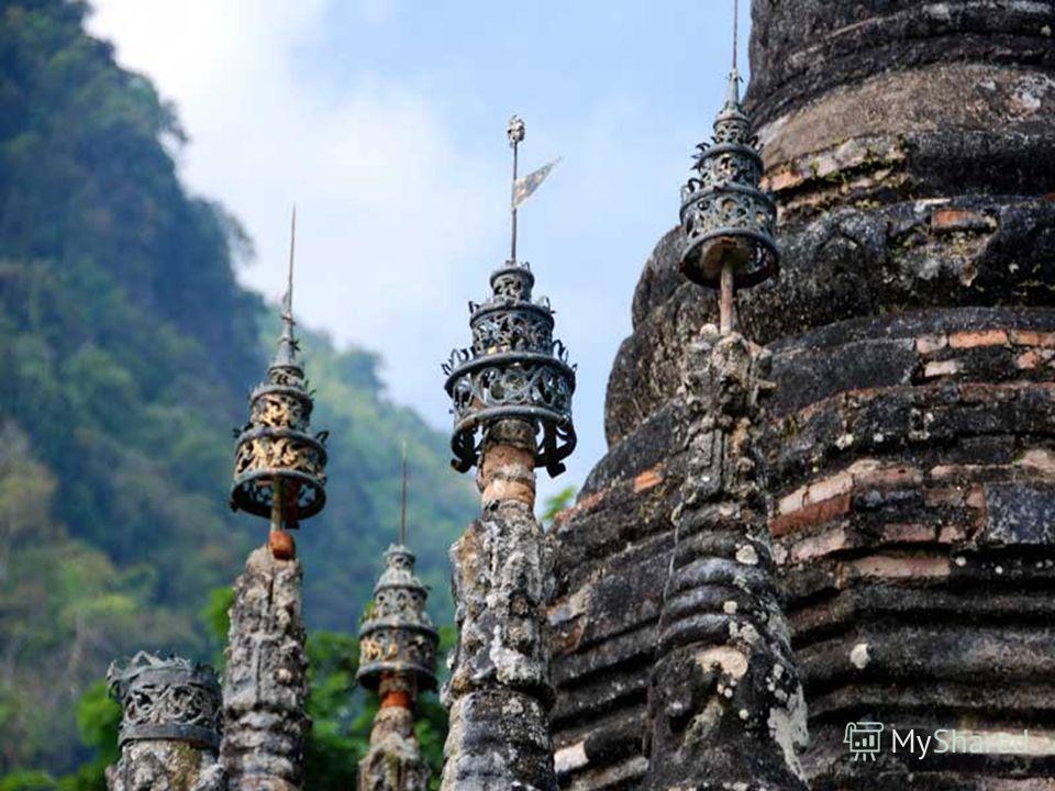 Духовный город Чиангмай намного более спокойный город, чем Бангкок, но все еще популярный у путешественников по Таиланду. С многочисленными храмами, магазинами ремесла, большими ресторанами и салонами тайского массажа и кулинарными школами, у города