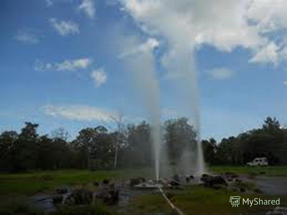 Сан Камфаенг район, расположенный в 36 км от северного города Чиангмай. Область является родиной популярных горячих источников, которые расположились на 40 акрах, окруженные красиво благоустроенными парковыми насаждениями. Они известны своими укрепля