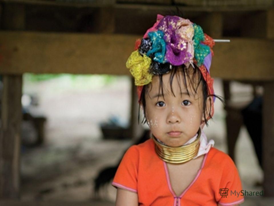 Мае Кхонг Сон столица северо-западной области Таиланда. Его непосредственная близость к Бирме придает городу совсем другую от остальной части Таиланда атмосферу. Очень тихий и изолированный, этот гористый город часто покрывается атмосферным туманом.