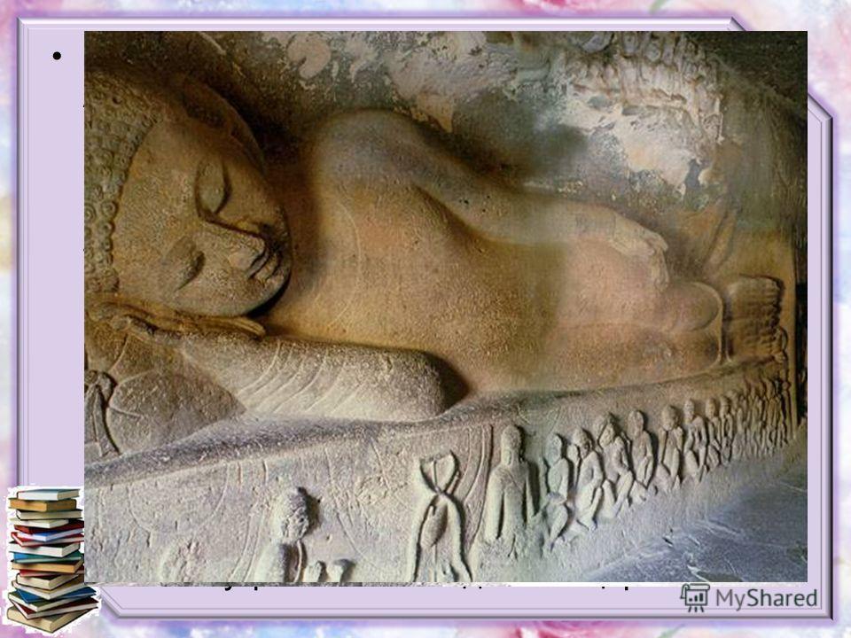 Комплекс подземных буддийских храмов Аджанты создавался на протяжении нескольких столетий, в 200650 годах. Он представляет собой череду пещер, высеченных в скалах и соединенных широкой тропой. В пяти пещерах расположены храмы (вихары), в остальных дв