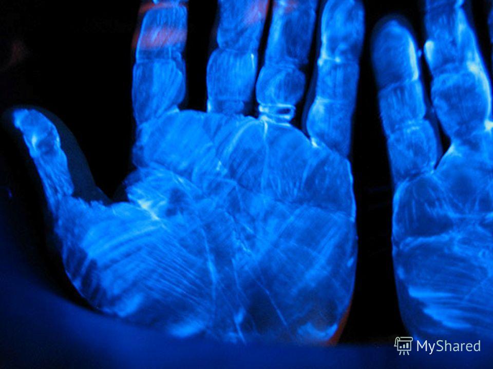 Ультрафиолетовое излучение было открыто Иоганном Риттером в 1801 году. Проводя опыты Риттер обнаружил, что хлористое серебро чернеет наиболее сильно под воздействием невидимого излучения, находящегося за фиолетовым светом. Это излучение и было назван