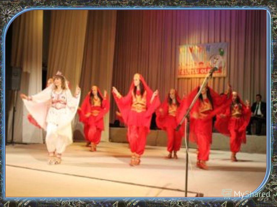 Василица Ромите отбелязват своя най-голям празник Банго Васил (Василица) с тържества, които започват на 13 януари вечерта и продължават на 14 и 15 януари. Денят се отбелязва като начало на Новата година от много ромски групи в България, а от няколко