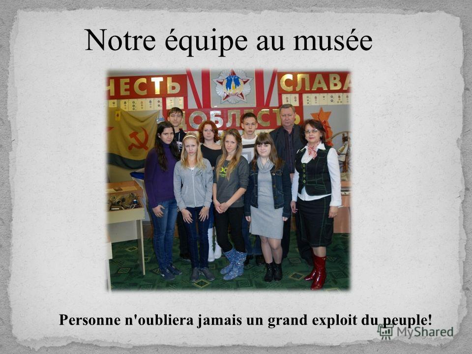 Notre équipe au musée Personne n'oubliera jamais un grand exploit du peuple!