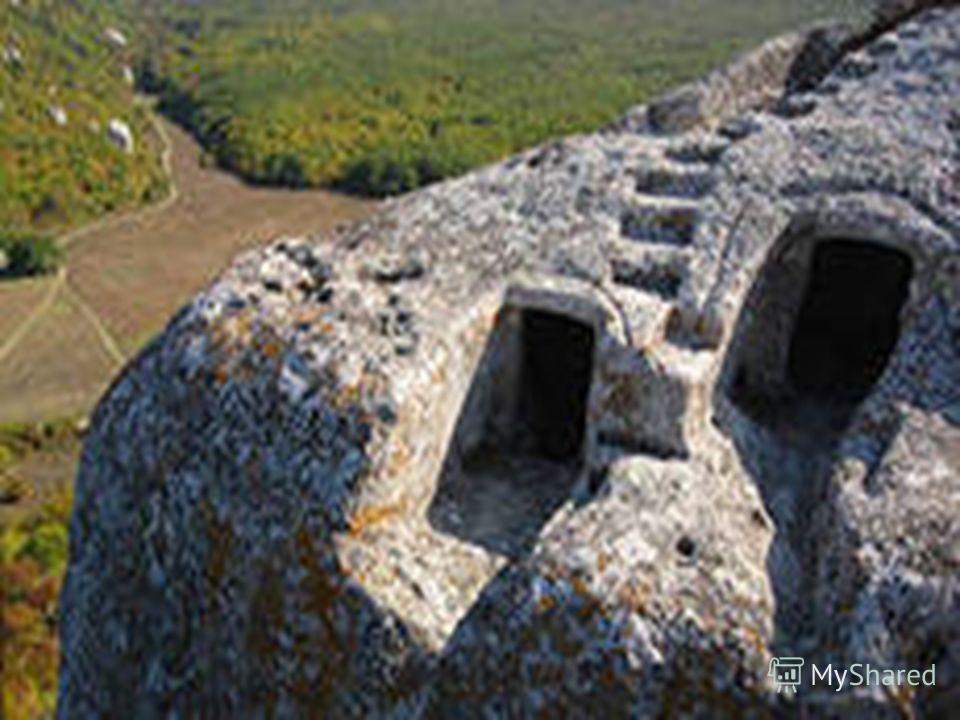 Природные ресурсы Природно-заповедный фонд включает 158 объектов и территорий (в том числе 46 общегосударственного значения, площадь которых составляет 5,8 % площади Крымского полуострова). Основу заповедного фонда составляют 6 природных заповедников