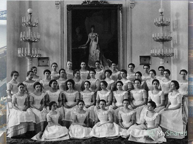 Вскоре после вступления Екатерины II на престол в Санкт- Петербурге было основано Воспитательное общество для девочек из дворянских семей. Для проживания «благородных девиц» был выбран именно Смольный монастырь. Учащихся здесь девушек с той поры стал