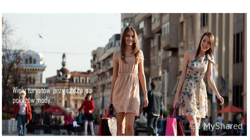Wielu turystów przyje ż d ż a na pokazów mody.