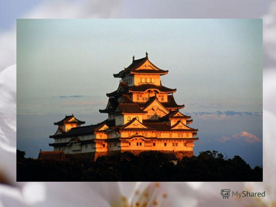 Город: Киото Назначение: замок, памятник архитектуры Замок белой цапли один из древнейших сохранившихся замков Японии, и самый популярный среди туристов. В 1993 г. занесён в Список всемирного наследия ЮНЕСКО. Всего в замковый комплекс входит 83 здани