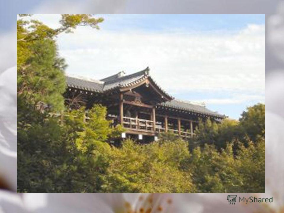 Город: Киото Назначение: храмы, памятник архитектуры Тофуку-дзи буддийский храмовый комплекс на юго- востоке Киото, Япония. Храм основал монах Энни в 1236. Храм принадлежит дзэнской школе Риндзай. Название храма скомбинировано из названий крупнейших