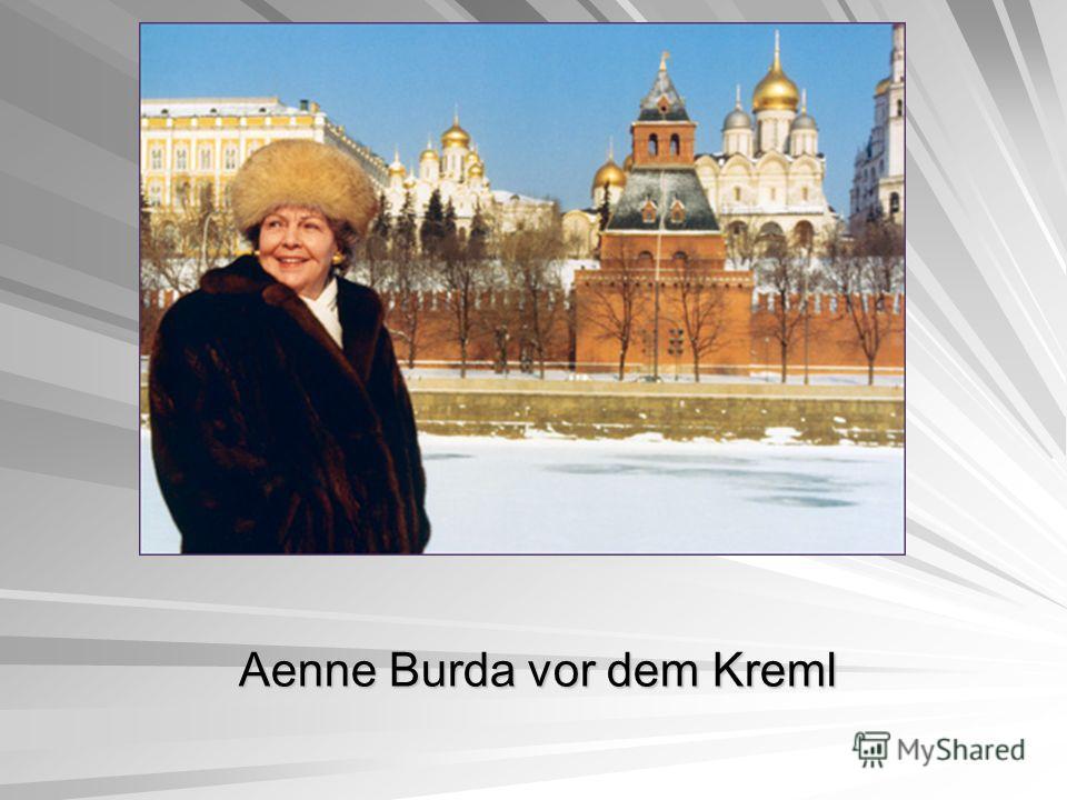 Aenne Burda vor dem Kreml