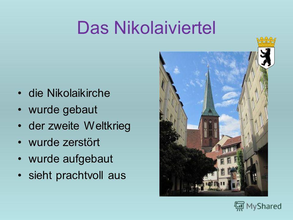Das Nikolaiviertel die Nikolaikirche wurde gebaut der zweite Weltkrieg wurde zerstört wurde aufgebaut sieht prachtvoll aus