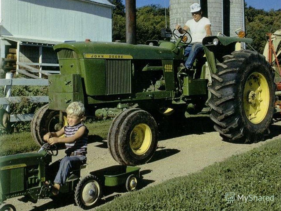 Тракторы много работают. Это необходимые машины на ферме.
