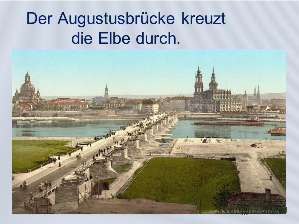 Der Augustusbrücke kreuzt die Elbe durch.